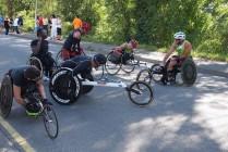 Debout ou en fauteuil tous les athlètes handi se ressemblent...